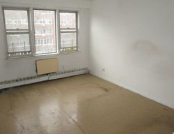 165th St Apt 4e